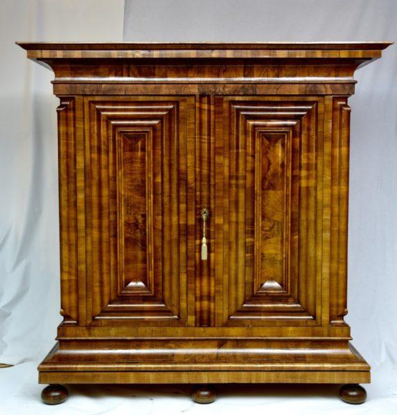 Wellenschrank, Nasenschrank um 1740
