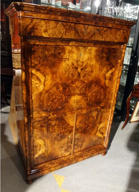Möbelstück nach der Restaurierung - Antiquitäten Breitenkamp Berlin